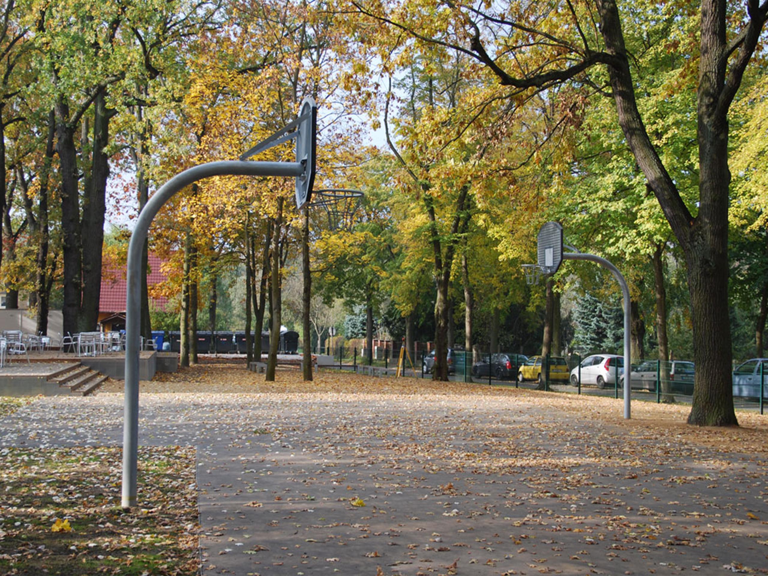 erkner-gymnasium-basketballplatz-aussenanlagen-buero-albert-armbruster-freianlagen-landschaftsarchitektur