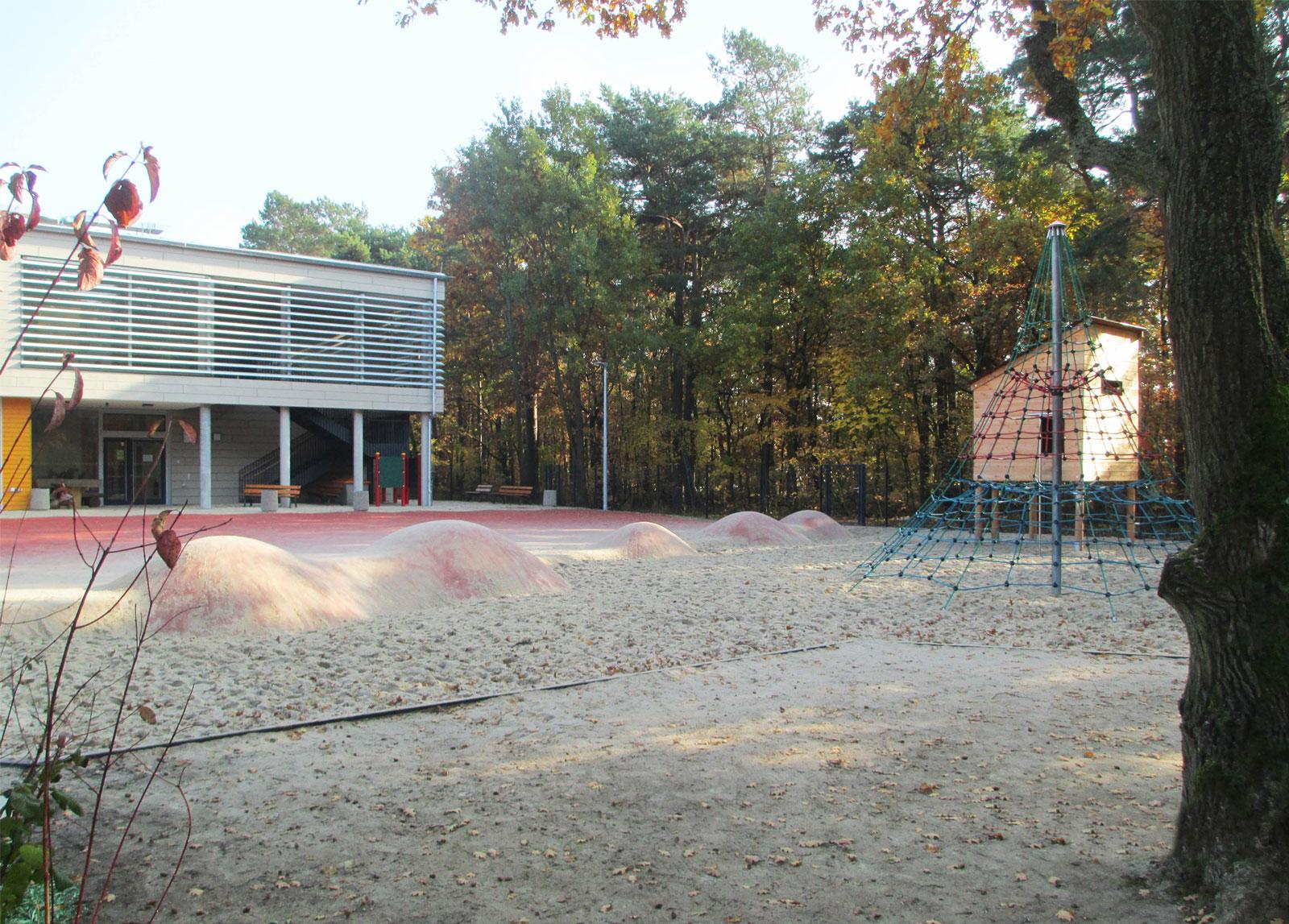 grundschule-adolf-grimme-ring-Kleinmachnow-aussenanlagen-spielbereich-armbruster