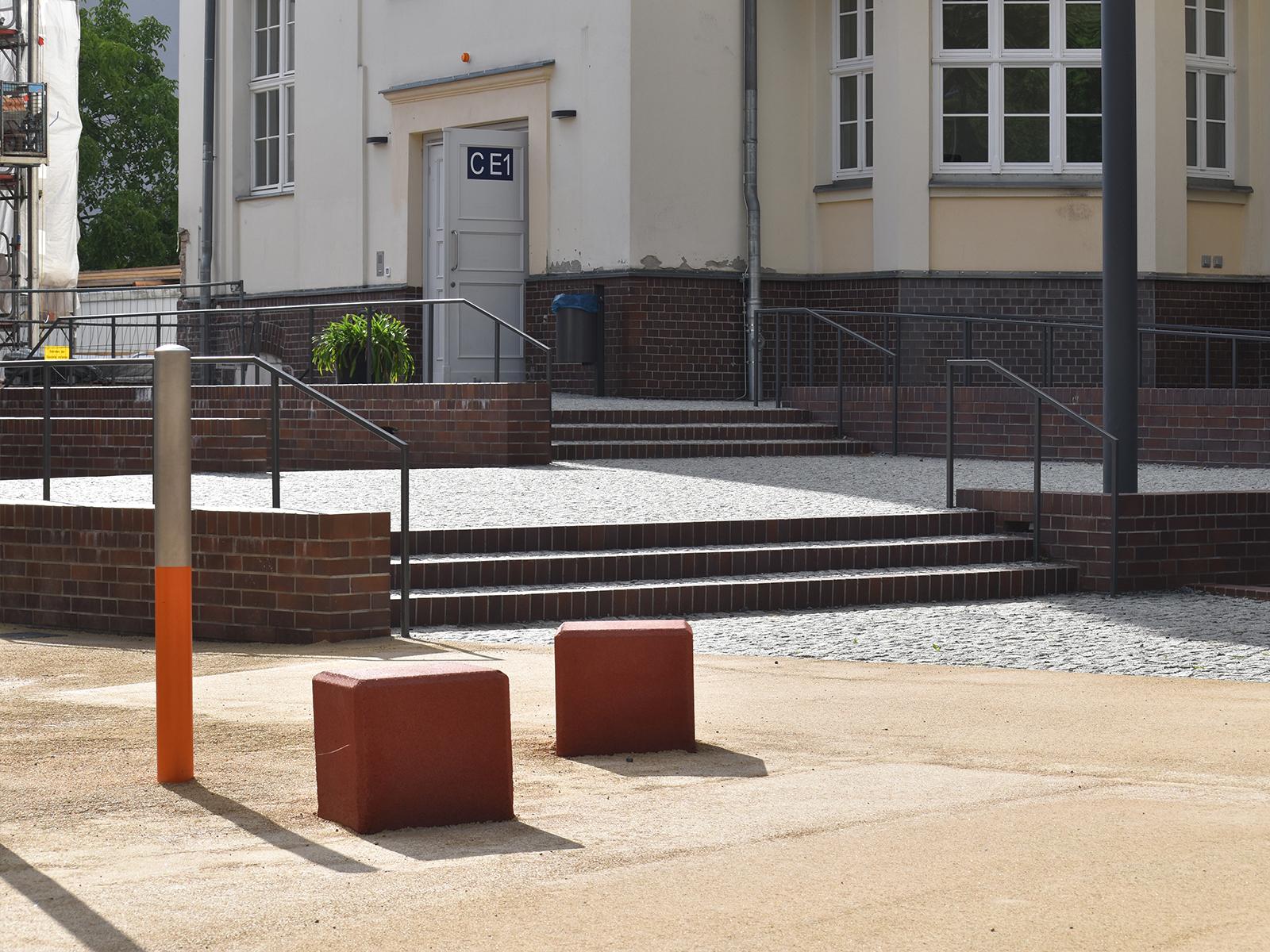 grundschule-bucholzer-strasse-berlin-barriererfreiheit-aussenanlagen-armbruster-eingang