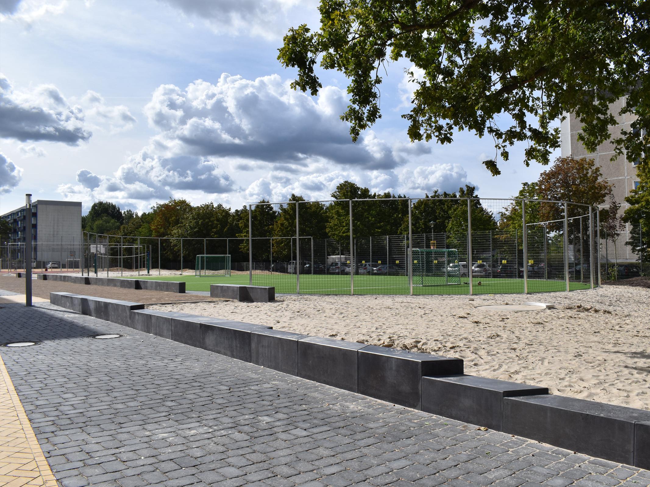 montessori-potsdam-aussenanlagen-baustelle-belag-klinker-sportanlagen-sandspiel-armbruster